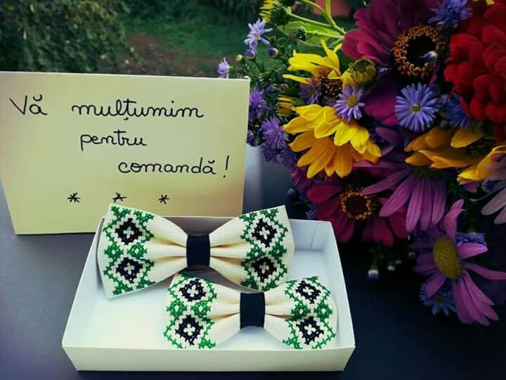 Papion brosa cusut traditional modele populare heartwarming sibiu