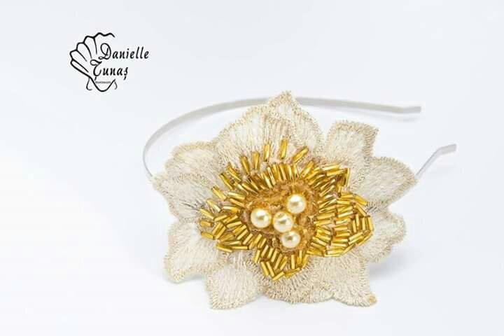 Cordeluta fetite copii stea galben auriu aurie elegant heartwarming Sibiu