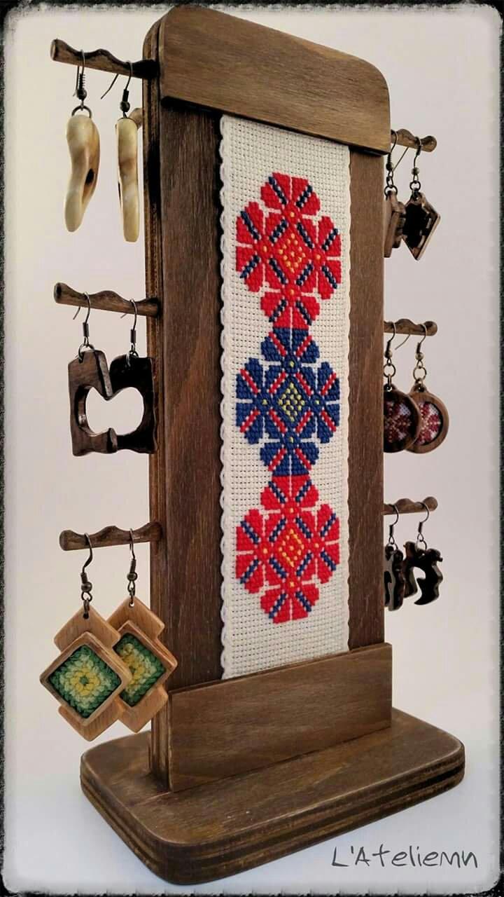 Suport cercei lemn model traditional cusut