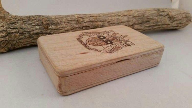 Tabachera lemn pirogravare tutun fumator barbat barbati masculin cadou Craciun handmade heartwarming sibiu