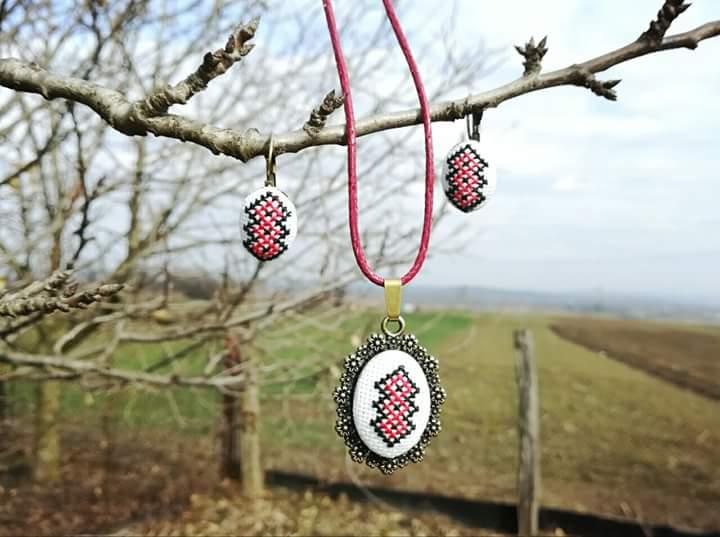 Set accesorii colier bratara model traditional cusut